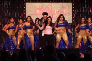 Arjun Kapoor and Parineeti Chopra performing at Glittearti 2013, Aamby Valley City