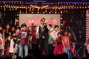 Mika Singh performing at Glitterati 2013, Aamby Valley City