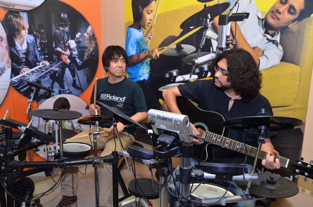 Mr. Shigeru Kimoto and Rupam Islam performing at the Press Meet and Launch of Roland School of Music Japan at Happy Hours - 1
