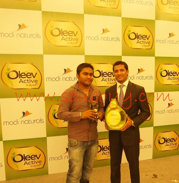 akshay modi with souboyy at oleev active launch at hhi
