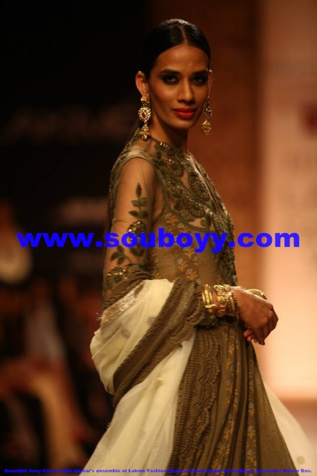 Dazzling Sony Kaur in Ritu Kumar's ensemble at Lakme Fashion Week at Grand Hyatt Mumbai, by SouBoyy, Sourendra Kumar Das