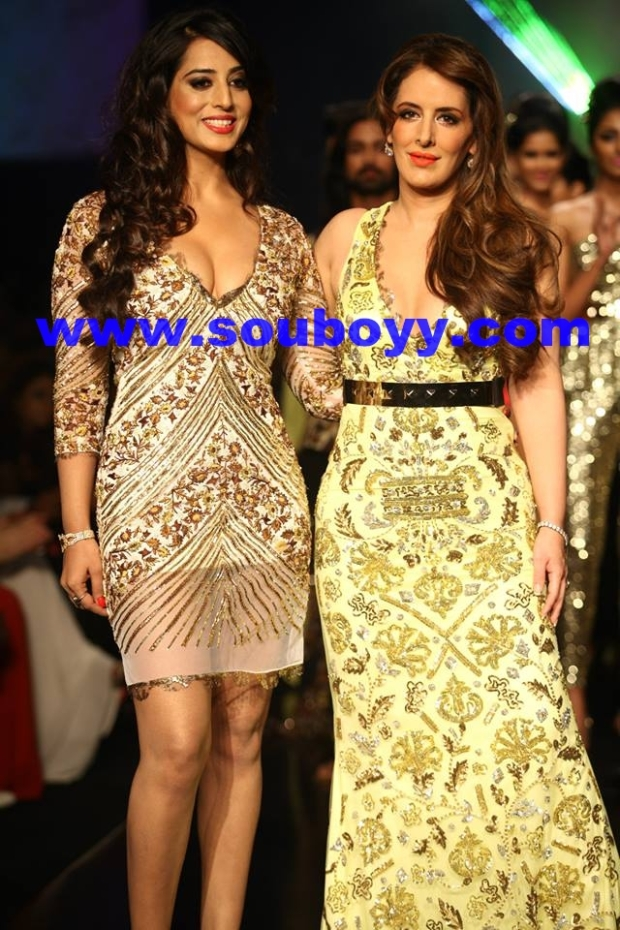 Pria Kataria Puri with showstopper Mahi Gill at Lakme Fashion Week, by SouBoyy, Sourendra Kumar Das
