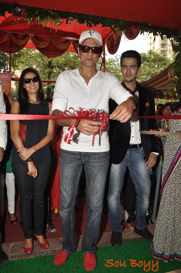"Kay Kay Menon inaugurates the newly ""WOK 123"" in Mumbai"