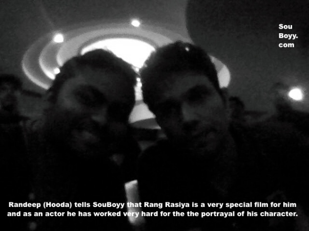 Randeep Hooda chats with SouBoyy at rang Rasiya's premiere in Kolkata 2