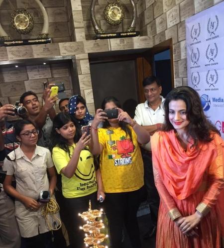 Ameesha Patel in Kolkata (AJ's) - SouBoyy Image